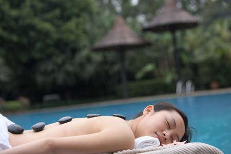 bali massage: hot stone in day spa