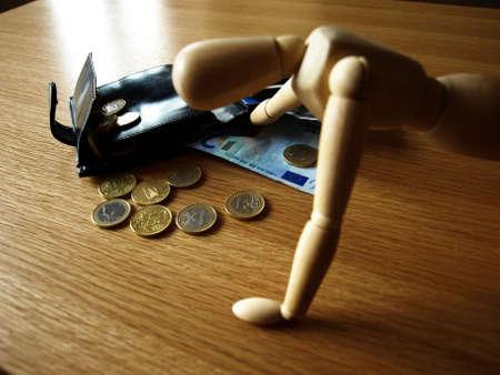 robo: de madera ladr�n rob� todo el dinero de la billetera
