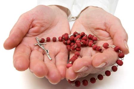 rozenkrans in de handen van de vrouw. geïsoleerd op wit.