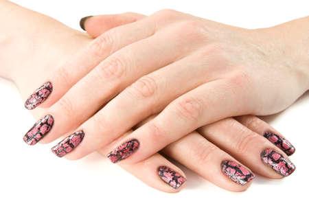 de handen van de jonge vrouw met een mooie manicure.