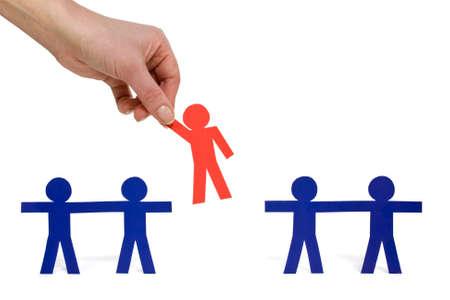 Vrouwelijke hand plukken van een gekozen persoon uit een groep Stockfoto