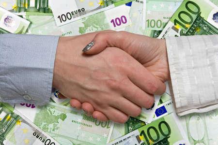 zone euro: Eurozone beaucoup concept. business handshake sur fond d'euros Banque d'images