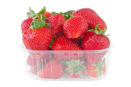 punnet van aardbeien op een witte achtergrond Stockfoto