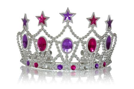 corona reina: Corona o tiara con la reflexión sobre fondo blanco