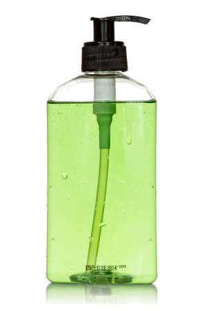 jabon liquido: Botella transparente con jabón líquido verde sobre fondo blanco
