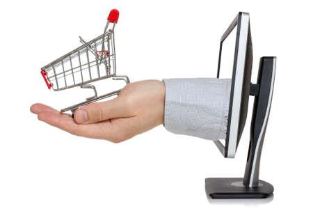 E-commerce concept Computer monitor en hand met een winkelwagentje Stockfoto