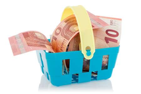 european union currency: Los billetes en euros en la cesta, aisladas sobre fondo blanco. Moneda de la Uni�n Europea