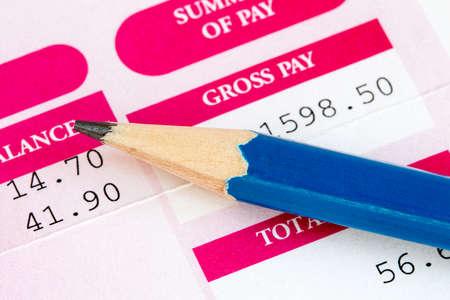 鉛筆と賃金のスリップのクローズ アップ 写真素材