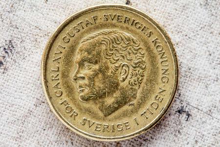 xvi: Obverse of ten Swedish kronor with Carl XVI Gustaf portrait