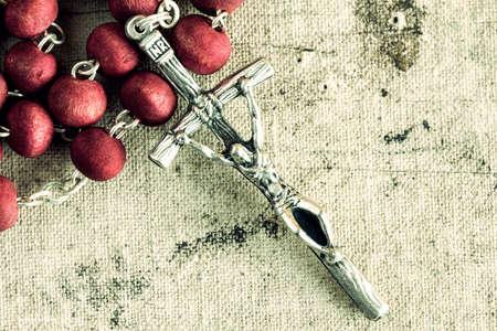 różaniec: Katolicki różaniec na starym brudnym tle płótnie Zdjęcie Seryjne