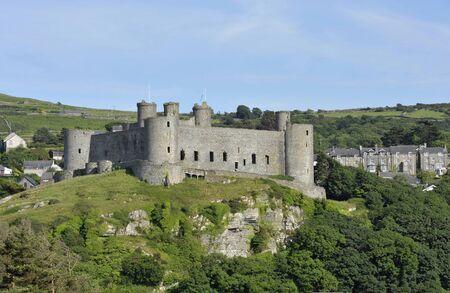 中世の城、北ウェールズ グウィネズ ハーレック城に建てられたエドワードによって 13 世紀私ウェールズの彼の侵入の間に。