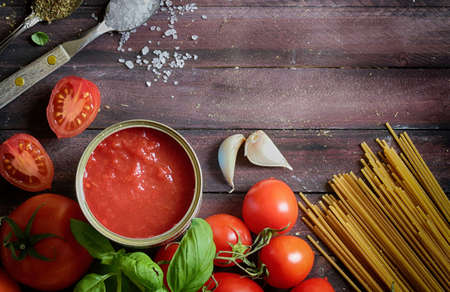Italian tomato sauce with basil and whole wheat pasta