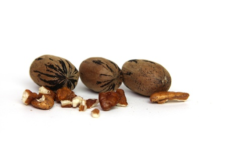 whole pecans: Whole and shelled pecans