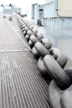 ancre marine: Cha�ne d'ancre sur un navire de guerre