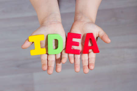 10 fingers: word idea at the hands of a small child