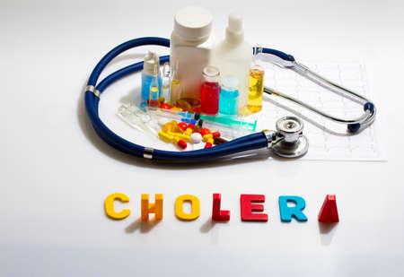 colera: Diagn�stico - El c�lera. Concepto m�dico con pastillas, inyecci�n, estetoscopio, electrocardiograma y una jeringa
