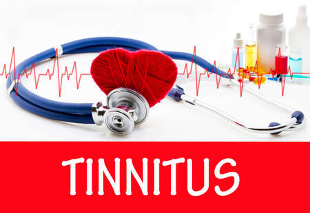 dolor de oido: The diagnosis of tinnitus. Phonendoscope and vaccine with drugs. Medical concept.
