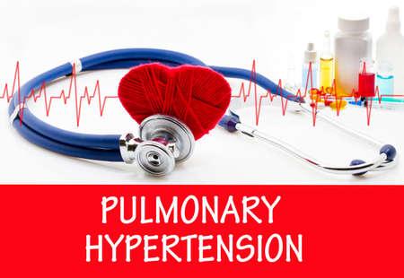 hipertension: El diagnóstico de la hipertensión pulmonar. Fonendoscopio y la vacuna con las drogas. Concepto médico.