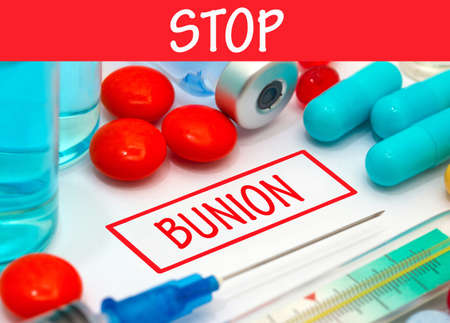 bunion: Stop bunion. Vaccine to treat disease. Syringe and vaccine with drugs. Stock Photo
