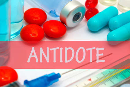 antidote: antidote. Vaccine to treat disease. Syringe and vaccine with drugs.