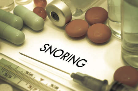 outpatient: Snoring. Treatment and prevention of disease. Syringe and vaccine. Medical concept. Selective focus