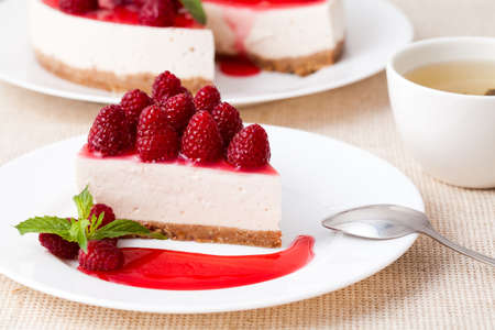 cheese cake: Cheesecake with berry sauce and green tea