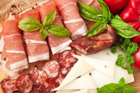 Verscheidenheid van vleesproducten Stockfoto - 31762130