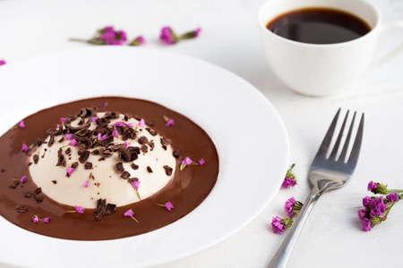 panna: Panna cotta desert with chocolate