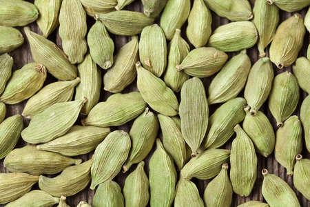 epices: Cardamome verte super aliment ar�me �pic� � l'indienne fermer texture de fond Banque d'images