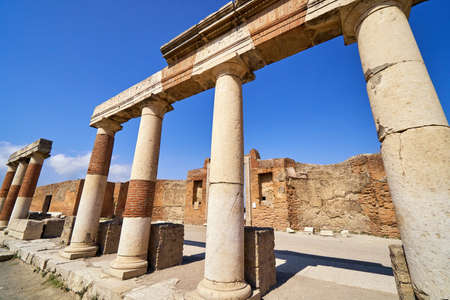 Pompeii ancient roman city ruins destroyed
