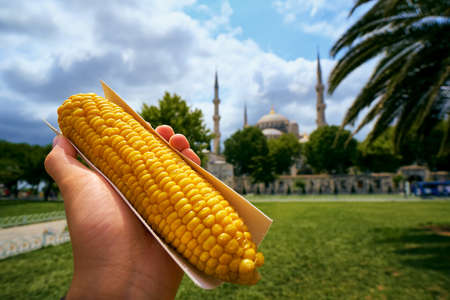 Boiled corn maize Turkish misir traditional culture street food Stockfoto