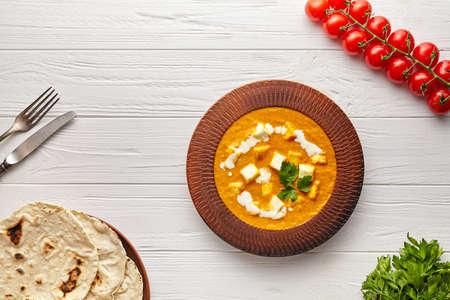 Shahi paneer Indian vegetarian masala gravy food with vegetables, parsley and white sauce Stockfoto