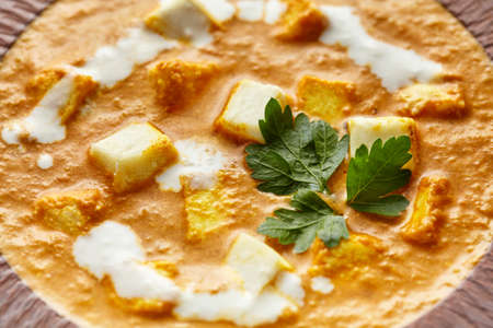 Close up texture of Shahi paneer north Indian vegetarian gravy meal with vegetables and white sauce Stockfoto