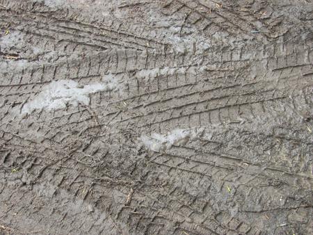 impronte di pneumatici su sfondo sporco