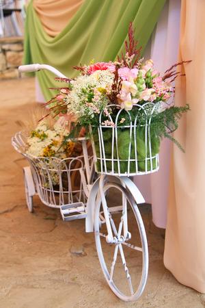 decorated bike: fiori e bicicletta