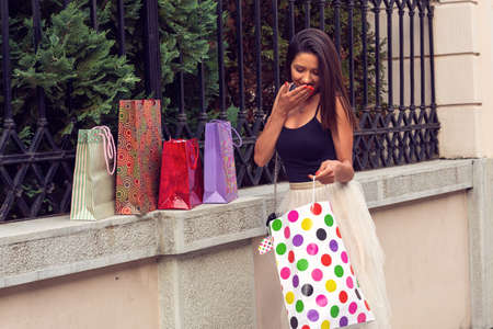 smiling girl with shopping bags bought clothes and shoes Stockfoto