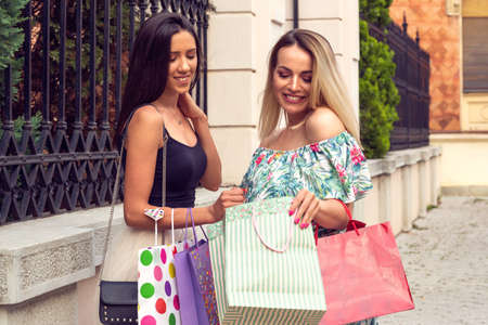 big sale gift and smiling shopping woman's Stockfoto