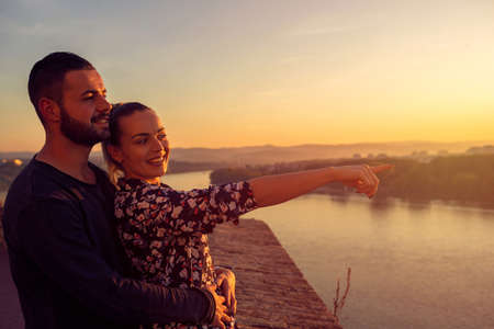 loving man and woman watching the sunset Standard-Bild