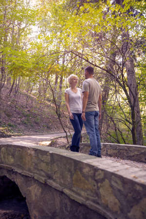 Meeting in the park.  Love, dating, romance.Romantic young couple Standard-Bild
