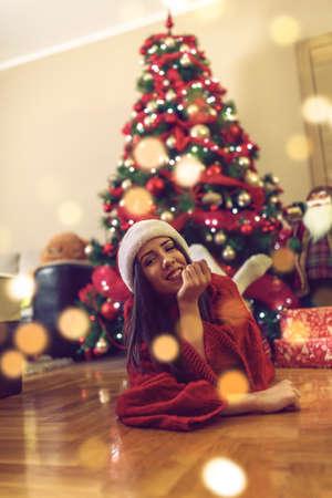christmas and holidays concept -Happy funny girl celebrating Christmas  at home Standard-Bild
