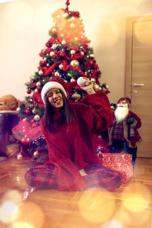 christmas and holidays concept -Funny Woman celebrating Christmas Standard-Bild