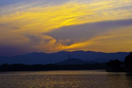 kunming: Kunming Lake at sunset