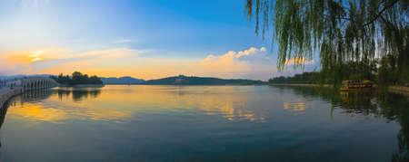 kunming: Kunming Lake in the setting sun