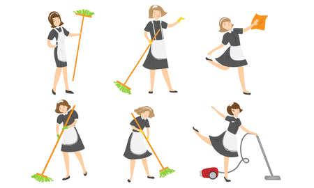 Ensemble de jeunes femmes de ménage isolées dessinées à la main en uniforme spécial faisant le ménage à la maison avec du matériel sur une illustration vectorielle de fond blanc. Concept de service de nettoyage