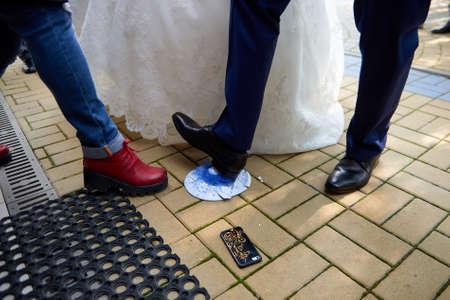 Breaking plates on wedding floor popular tradition in Russia