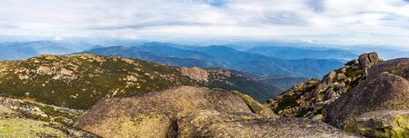 Beautiful landscape panorama of boulders, rocks, and mountains at Mount Buffalo National Park, Victoria, Australia Imagens - 79031371
