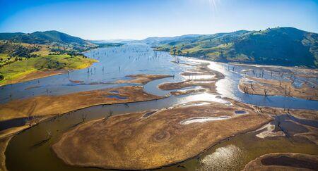 空中パノラマ湖 Hume、ビクトリア、オーストラリアの