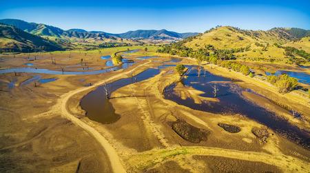 Tallangatta、ビクトリア、オーストラリアに近い田園地帯の空中パノラマ