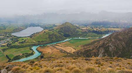 リマーカブルズ スキー エリア、オタゴ、ニュージーランド南島から見たヘイズ湖、カワラウ川。