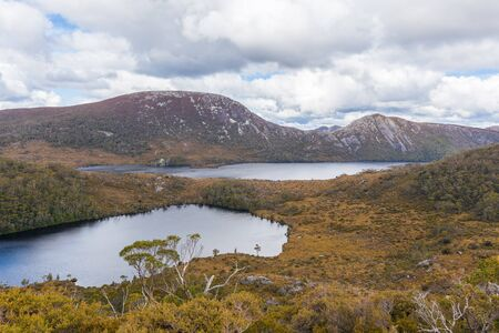 Wombat pool y Dove Lake en Cradle Mountain National Park, Tasmania, Australia